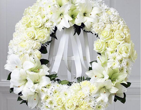 Đặt vòng hoa tang lễ TPHCM ở đâu có dịch vụ nhanh, chuyên nghiệp?