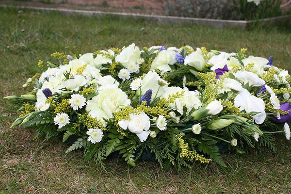 Hoa tang lễ Quận Phú Nhuận – Dịch vụ cắm và giao hoa trong ngày